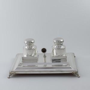 Escribania de plata