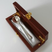 Presentación del cazo compota mermelada de plata en estuche